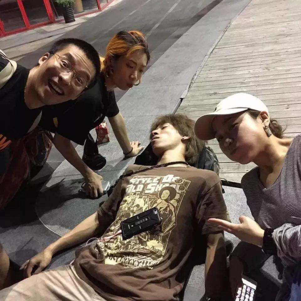 星店 | 特别篇:罗志祥做了十个俯卧撑,只为送他们一条毛巾